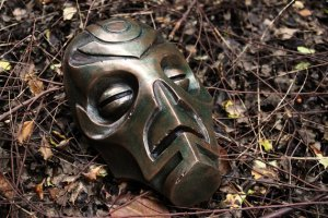 Skyrim Dragon Priest Mask (source: Brett Butt, etsy.com)